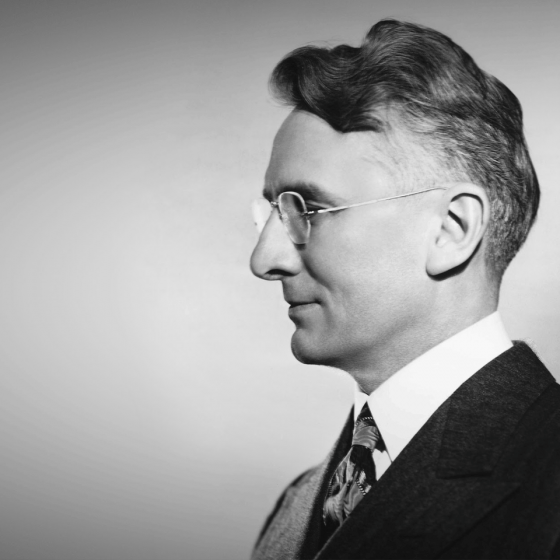 5 Ways Dale Carnegie Can Make You a Successful Leader